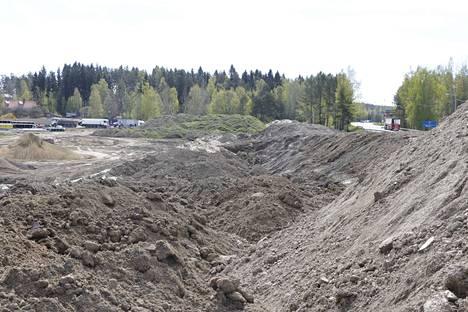 Yli 200 tontin asuinalue sijoittuu oikealla näkyvän valtatie 12:n ja Kostianvirran tuntumaan.