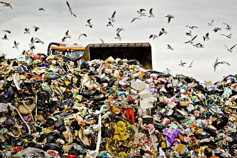 Jätteiden määrä ei vähene. Kierrätystavoitteiden saavuttaminen takkuaa pahasti.