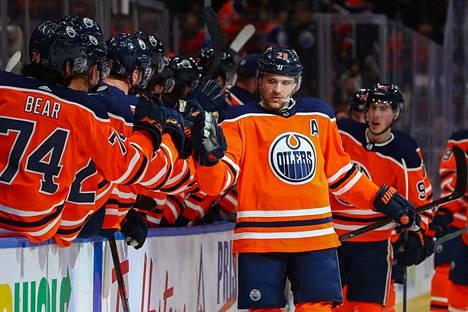 Edmonton Oilersin saksalaishyökkääjä Leon Draisaitl on ehdolla NHL:n runkosarjan arvokkaimmaksi pelaajaksi.
