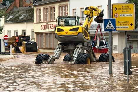 Pelastustyöt olivat käynnissä Trierissa, Saksan länsiosissa 15. heinäkuuta.