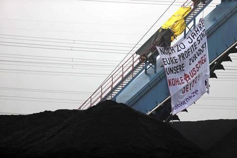 Ympäristöjärjestö Ende Gelände on osoittanut mieltään Saksassa Fortumin omistamaa Uniperia vastaan. Uniper suunnittelee avaavansa suuren Datteln 4 -nimisen hiilivoimalan.