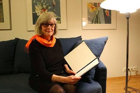 Sirkka Sainion aktiivinen järjestötyö palkittiin valinnalla vuoden Zonta-naiseksi. Huomionosoitus lämmitti Sainion mieltä suuresti.