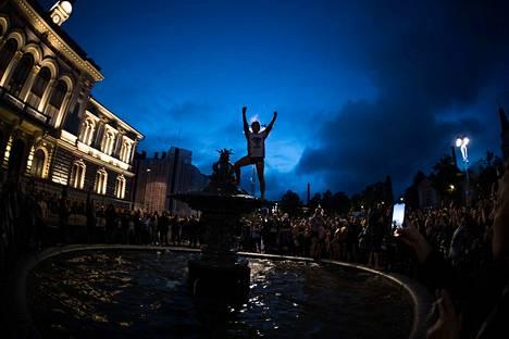Juhlat jatkuivat pitkälle yöhön. Suomi on uusi maailmanmestari!