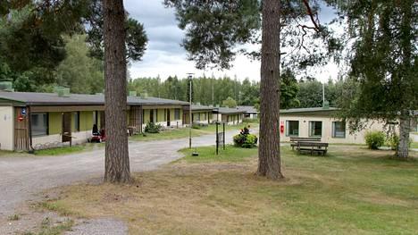Suomelanrinteen vanhusten rivitalot ja talousrakennus puretaan ensi kesänä.