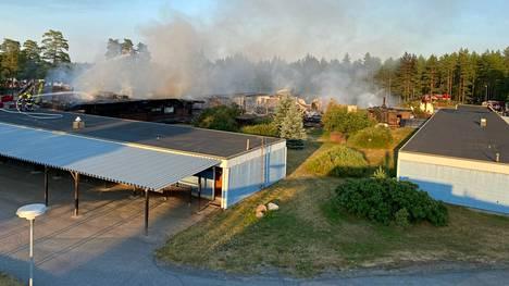 Hotelli Hiittenharjun majoitustiloihin ei kohdistunut tulipalossa suoranaisia vahinkoja.