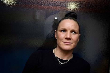 Mira Potkonen, 39, lopettaa uransa tänä vuonna. Hän ei aio siirtyä ammattilaiseksi, sillä hänellä ei ole siihen samanlaista paloa kuin amatöörinyrkkeilyyn.