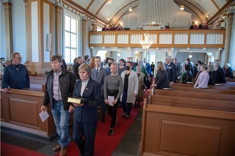 Kiikoisten kirkossa vietettiin kiitosmessua kirkon remontin valmistumisen kunniaksi.