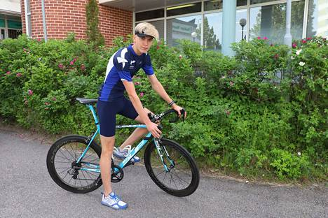 Ville-Valtteri Salonen aloitti triathlonin harrastamisen vuonna 2010. Nyt nuorukainen käy lukiota.