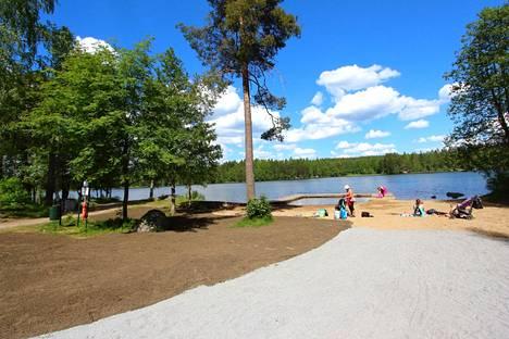 Alisenjärven uimaranta kunnostamisen jälkeen vuonna 2016.