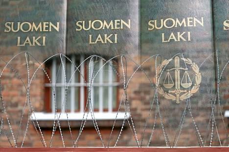 Kesällä keuruulaisen grillin kulmilla käydyn tappelunnujakan keuruulaiset osapuolet olivat keskiviikkona tuomiolla Keski-Suomen käräjäoikeudessa.