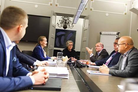 Teollisuusliitto hylkäsi valtakunnansovittelija Vuokko Piekkalan sovintoesityksen teollisuusliiton ja teknologialiiton väliseen työriitaan.