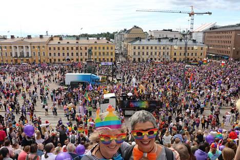 Tuhansien suomalaisten lisäksi Pride-kulkueeseen osallistui myös ulkomaalaisia. Saksasta lomalle Helsinkiin tulleet Gudrun ja Marion osallistuivat ilomielin Pride-kulkueeseen.