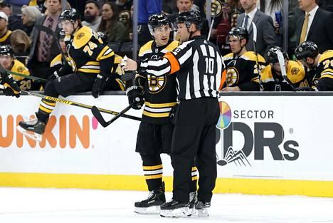 Bostonin ruutitynnyri Brad Marchand ehti kerätä 87 tehopistettä ja 82 jäähyminuuttia ennen koronan puuttumista peliin.