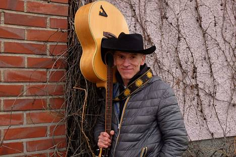 Ari Lahti on vuosien ajan säilyttänyt Irwin Goodmanin musiikkiperintöä elossa.