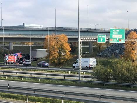 Onnettomuus sattui liittymässä, josta käännytään Pirkkalan suunnasta Helsinkiin päin.