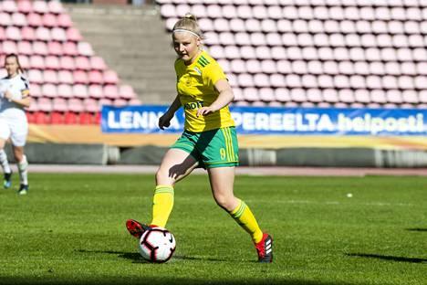 Jenni Kantanen viimeisteli Ilveksen maalin HJK:ta vastaan.