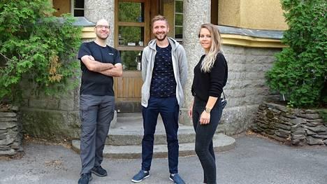 Keijo Rantanen (vas.) ja Perttu Ketola toivovat kokoelmayhteistyötä paikallisten toimijoiden kanssa. Nokia Oy:n vanhaa esineistöä kaivataan teollisuusmuseohankkeeseen. Kuvassa oikealla Cireco Finland Oy:n Ina Luukkala.