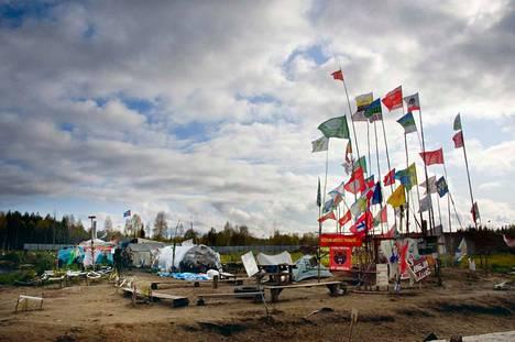 Suomen lippu pääsi kunniapaikalle Shiesin leirillä.