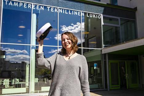 Yksi Tampereen teknillisen lukion tuoreista ylioppilaista on hervantalainen Saana Simelius. Kuuden laudaturin ja yhden eximian arvosanat saavuttanut Simelius sanoo saavuttaneensa tavoitteensa.