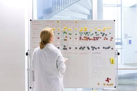 Helsingin yliopistosairaalassa käsitellään suuri määrä koronavirusnäytteitä päivittäin.