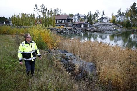 Merikarvian kunta houkuttelee asukkaita edullisilla tonteilla. Kunnan rakennusmestari Kari Pitkäranta esittelee meren tuntumassa olevia myytäviä tontteja Tattuun, Tapion ja Karumäen alueilla.