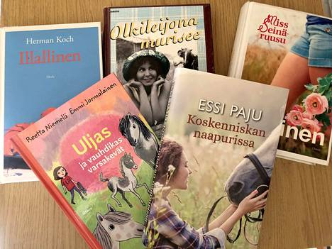 Pääsiäisen pyhinä voi vaikka lukea omasta kirjahyllystä löytyviä kirjoja tai kuunnella äänikirjoina uudempia.