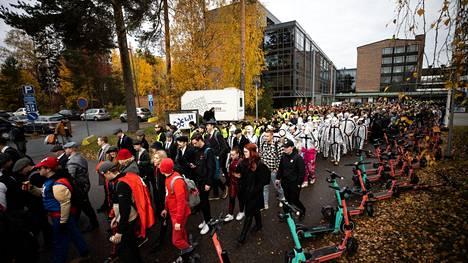 Tursajais-kulkue lähti liikkeelle Tampereen ammattikorkeakoululta puoliltapäivin.