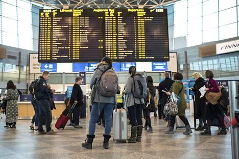 Tjäreborgin lentotoiminta jatkuu tiistaina, yhtiö tiedottaa.