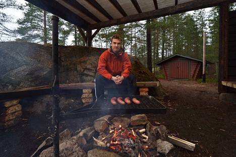 Ekokumppanien Olli Vakkala oli mukana rakentamassa  650 hehtaarin Kintulammille reittejä, laavuja, pitkospuita, nuotiopaikkoja sekä opasteita.