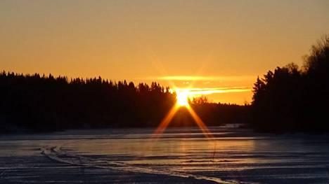 Helmikuun viimeinen auringonnousu Kortejärvellä.