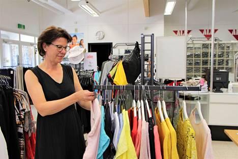 Muotitalon yrittäjä Pia Tuomi ei jäänyt tuleen makaamaan, vaan alkoi heti etsiä Harjavallasta uusia tiloja liikkeelle.