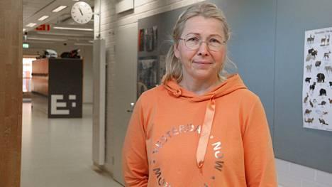 Koulusosionomi Kati Hietikko pyrkii olemaan oppilaan kanssakulkija, joka kulkee vierellä ja tukee tarvittaessa. Hän voi toimia myös sillanrakentajana koulun ja kodin välillä.