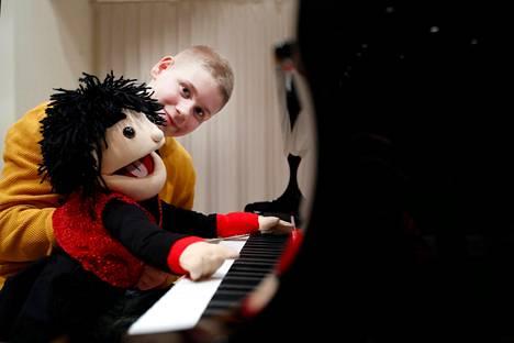 Nuori porilainen -palkinnon saanut Rasmus Koskinen on monilahjakas esiintyjä, joka tunnetaan erityisesti maan eturivin vatsastapuhujana.