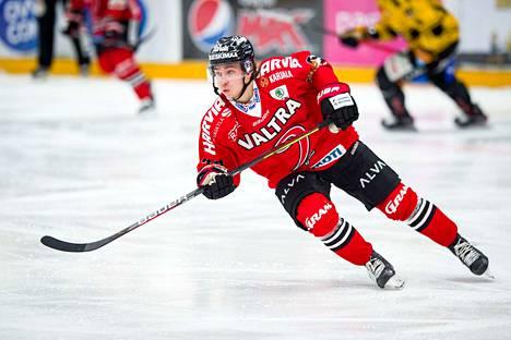 Jerry Turkulainen teki kesken jääneellä viime kaudella 58 ottelussa komeat tehopisteet 11+31.