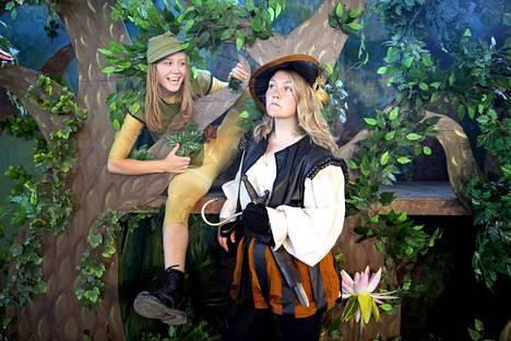 Porin Kirjurinluodossa kesällä nähty Peter Pan -musikaali uhkaa jäädä Vihreän teatterin viimeiseksi näytelmäksi.  Peter Pania esitti Eeva Haaslahti ja Kapteeni Koukkua Viia Koivula.