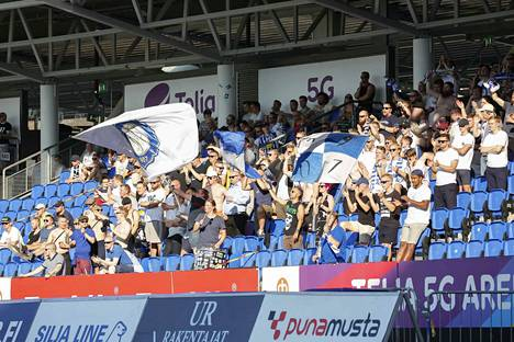 Veikkausliigaseura HJK:n kannattajia Töölön stadionilla viime heinäkuussa.