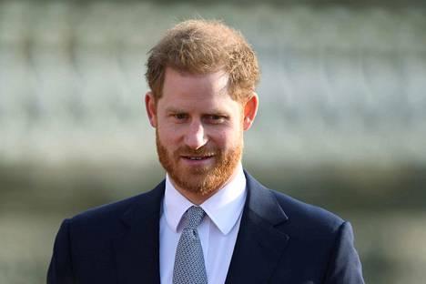 """Harry sanoi puheessaan, että pari oli toivonut jatkavansa kuningattaren, Kansainyhteisön ja sotilasjärjestöjen palvelemista ilman julkista rahoitusta. """"Valitettavasti se ei ollut mahdollista."""""""
