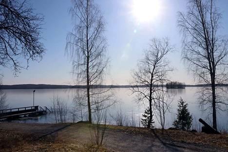 Nokian Halkoniemen sauna ja talviuimapaikka.