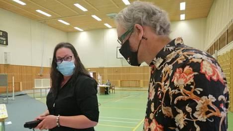 Tanja Hoffrén ja Jarno Raunio äänestivät Kolhossa sunnuntaina.
