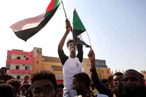 Mielenosoittajat ovat iloinneet viime viikolla tehdystä sopimuksesta, joka antaa toivoa demokraattisemmasta hallinnosta Sudanissa.