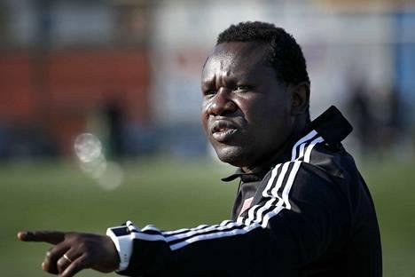 FC Jazzin valmentaja Seth Ablade harmitteli puolustajien poissaoloja. KaaPo käytti tilanteen hyväkseen.