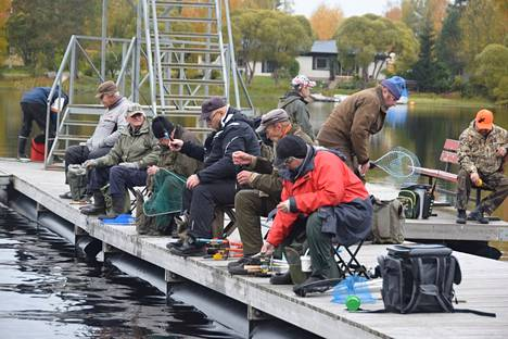 Laituripilkissä saa itse valita kalapaikkansa.