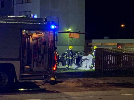 Palokunta sammutti autopaloa Pihlavassa lauantai-iltana.
