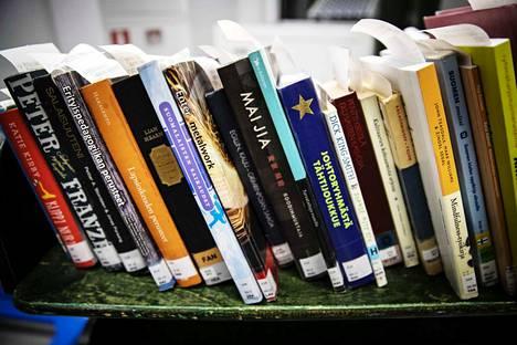 Kirjastossa on ilmennyt runsaasti ilkivaltaa myös aiemmin, jonka vuoksi omatoimiaukioloajoista on välillä hetkellisesti luovuttu kokonaan.