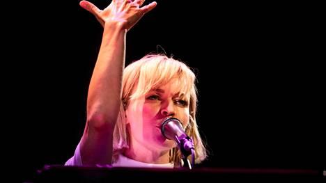 Paula Vesala esiintyy Iskelmä-festivaalilla, joka järjestään tänä kesänä ensimmäistä kertaa Porin Kirjurinluodossa.