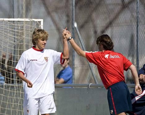 Teemu Pukin lahjakkuus huomattiin myös Suomen rajojen ulkopuolella. Tammikuussa 2008 Pukki teki kolmen ja puolen vuoden mittaisen sopimuksen espanjalaisen mahtiseuran Sevilla FC:n kanssa. Hän pelasi pääasiassa seuran junioreissa ja reservijoukkueessa. Ainoaksi peliksi La Ligassa jäi 25. tammikuuta 2009 pelattu kamppailu, kun Pukki tuli vaihdosta kentälle ottelussa Sevilla–Racing Santander.