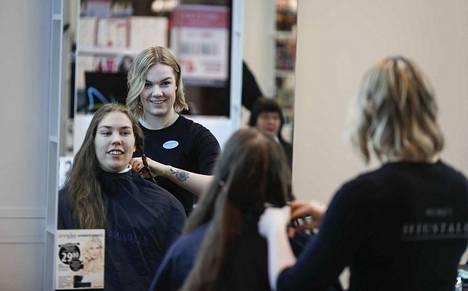 Hiustalo on aikaisemminkin osallistunut hiusten lahjoitukseen hyväntekeväisyyteen.