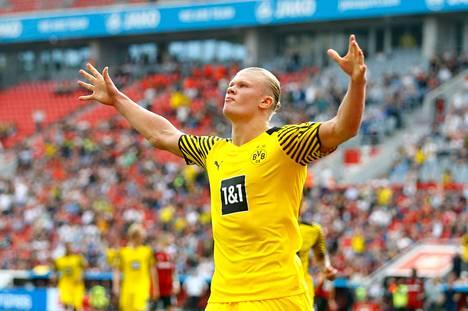 Erling Braut Haaland on Borussia Dortmundin tähtipelaaja, jota seurataan tarkasti Mestarien liigassa. Kuva Bayer Leverkusen -pelistä 11.9.