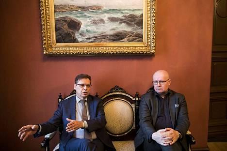 Työministeri Jari Lindsröm tapasi Lauri Lylyn Tampereella tammikuussa vuonna 2018. Työministeri kuuli tuolloin selvityksen Pirkanmaan työllisyyskokeilusta.