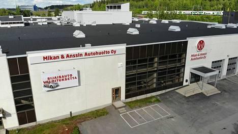 Mikan ja Anssin Autohuolto Tampere tarjoaa ilmaisen sijaisauton huollon ajaksi.